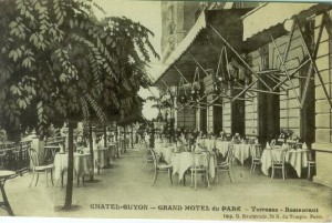 La terrasse de l'hotel du Parc en carte postale.