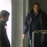Charles-Albert et Géry dans le chai devant la presse
