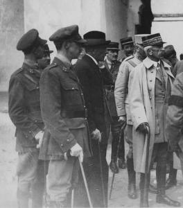 Les princes Xavier et Sixte de Bourbon Parme avec le général Lyautey.