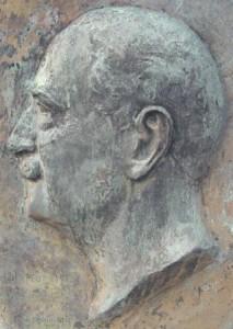 Médaillon sculpté par Inès de San.