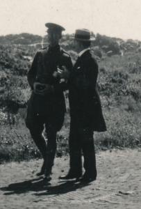 Le roi Albert et Charles de Broqueville dans les dunes de La Panne en 1917, Photo prise par la reine Elisabeth